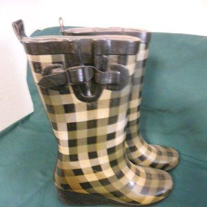 Clark's Checked Tall Rain Boot & Boot Socks 9M